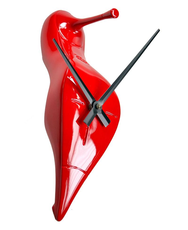 Orologio da parete a forma di scapa da donna, scarpa tacco a spillo dorata. Antartidee