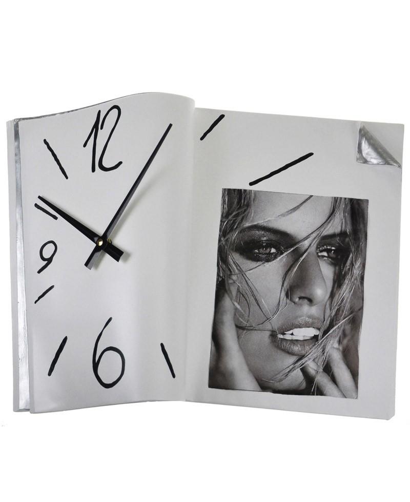 SPAZIOLIBERO OROLOGIO Orologio da tavolo a forma di libro aperto. Antartidee