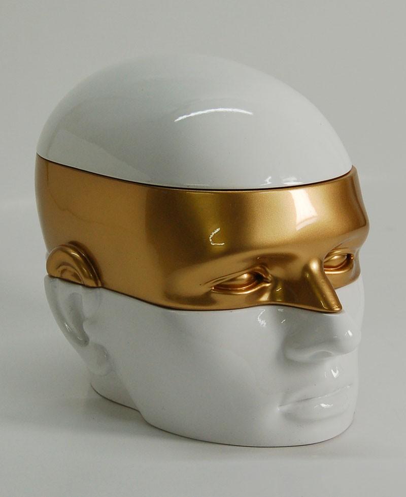 Mister è un box contenitore porta oggetti, ortagioie, porta trucchi, svuota tasche a forma di testa d'uomo. Antartidee
