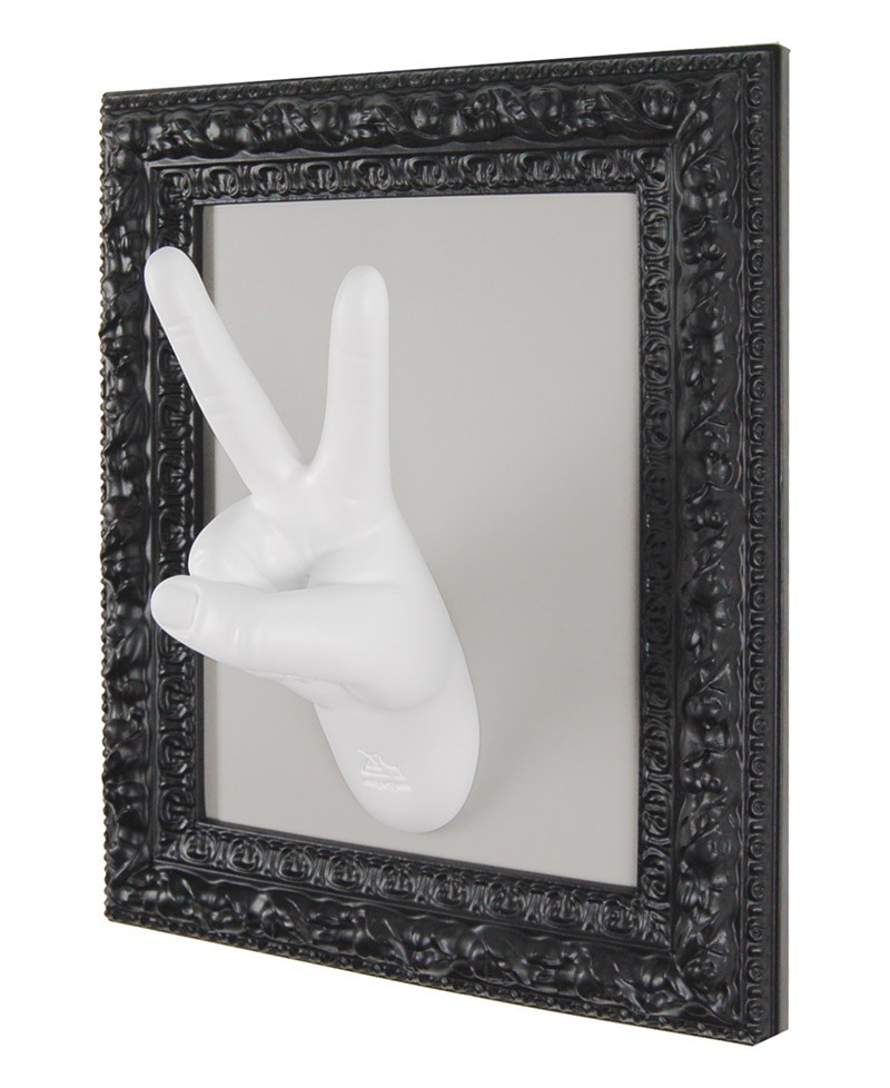 VICTORY FRAME Frame wall coat-stand. Hand with V fingers in victory gesture. Antartidee